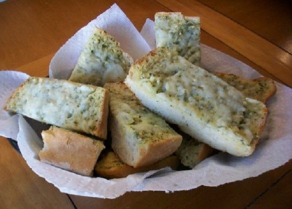 Easy-Cheesy-Garlic-Bread