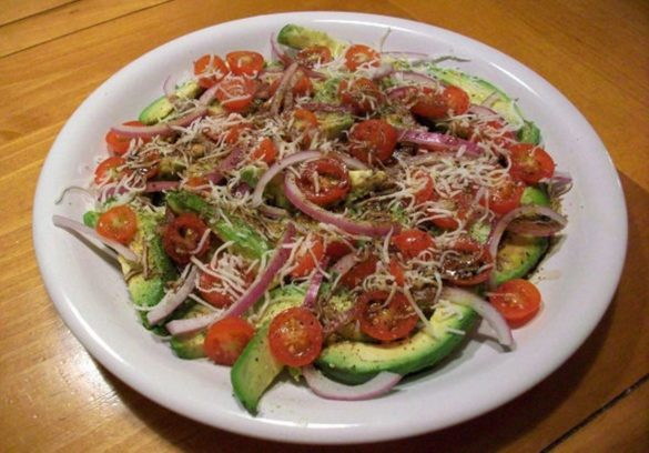 Fresh-Avocado-and-Tomato-Salad