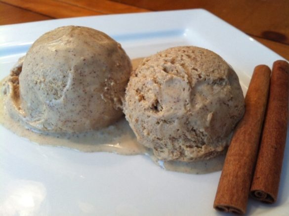 Homemade Cinnamon Ice Cream (featured)